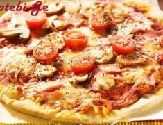 Tomato,ham and mushroom pizza