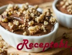 recipe_main_akis-petretzikis-mousse-sokolatas-me-elaiolado-kai-pikantika-karydia